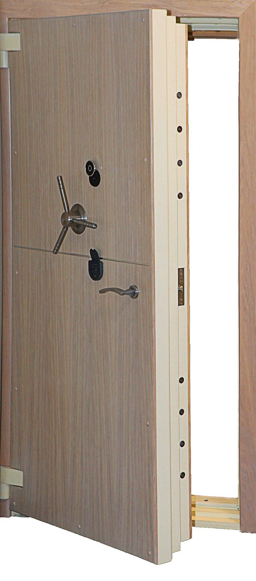 металлическая дверь сейфового типа